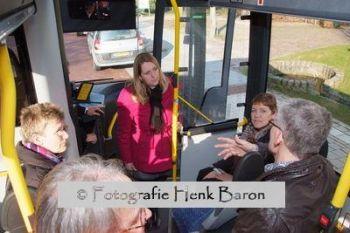 DSCF4953wethouders_in_bus
