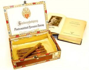 604Sigaren_en_Mein_Kampf__BRON_NATIONAAL_BEVRIJDINGSMUSEUM_1944_1945 (Large)