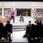 Literaire evenementen in de bieb - afgelopen maart stond Tom Lanoye nog op het podium - fotograaf Willem van Santen