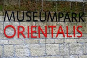Museumpark_Orientalis_entree_muur-DGB